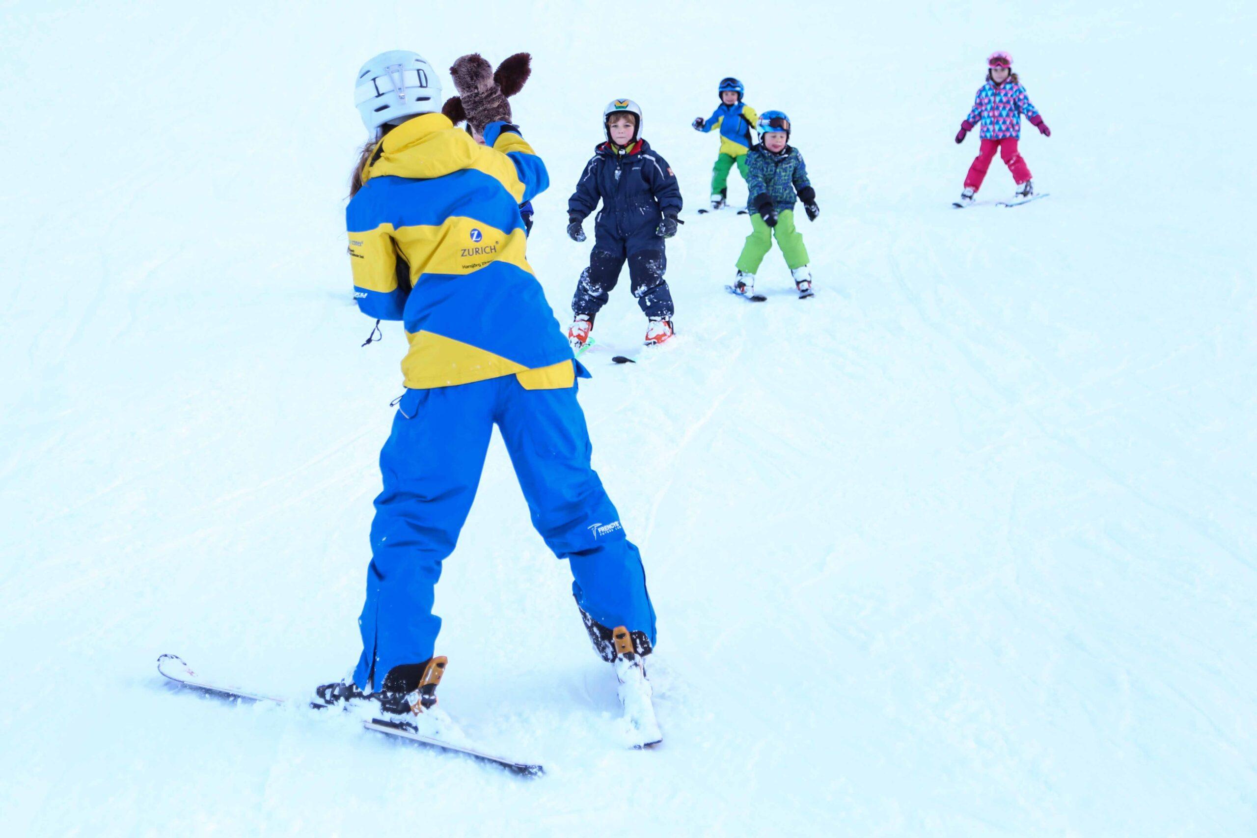 Skischule Marbachegg - Skilehrer mit Kidnern